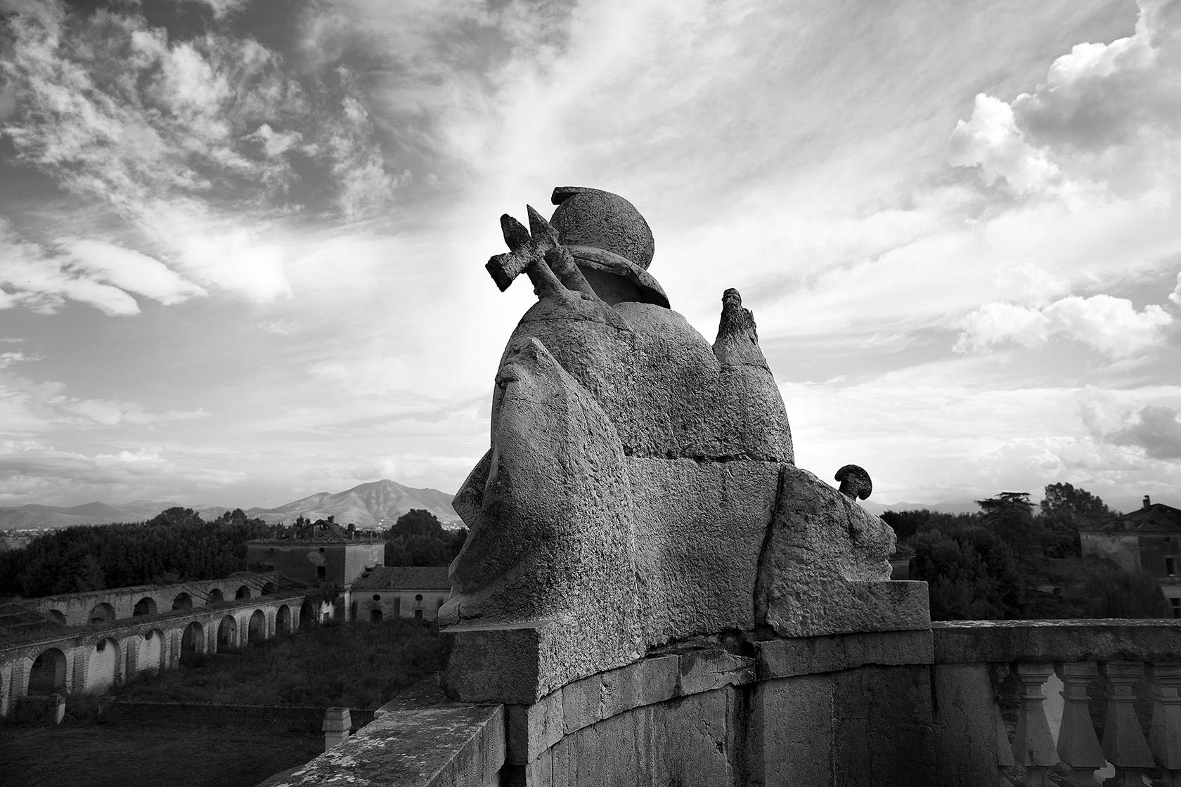 RINASCITA DI UN SITO ( REGGIA DI CARDITELLO), La retrospettiva fotografica racconta Carditello nell' istante prima della sua definitiva rinascita, ancora sospesa tra la caducità dell' incuria e la testimonianza di antiche
