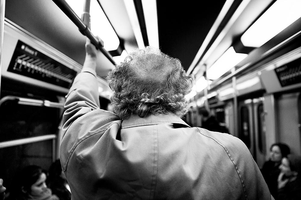 LA CITTA' SOSPESA - NAPOLI , Progetto tra la street photo e la documentazione, concepito e sviluppato dal 2016 e ancora in evoluzione per alcuni aspetti nasce da un esigenza personale dalla necessità di raccontare e